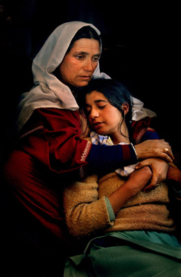 Kashmir Mother and Daughter photo (c) Ami Vitale